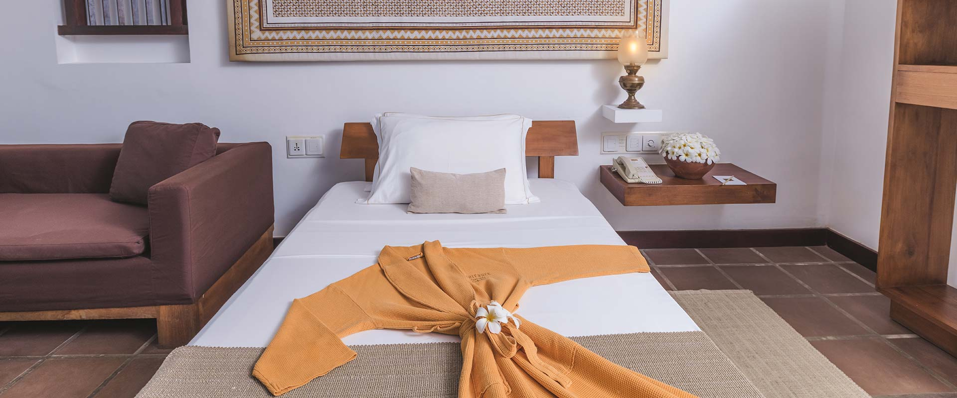 Luxury Bed at Heritance Ayurveda accommodation