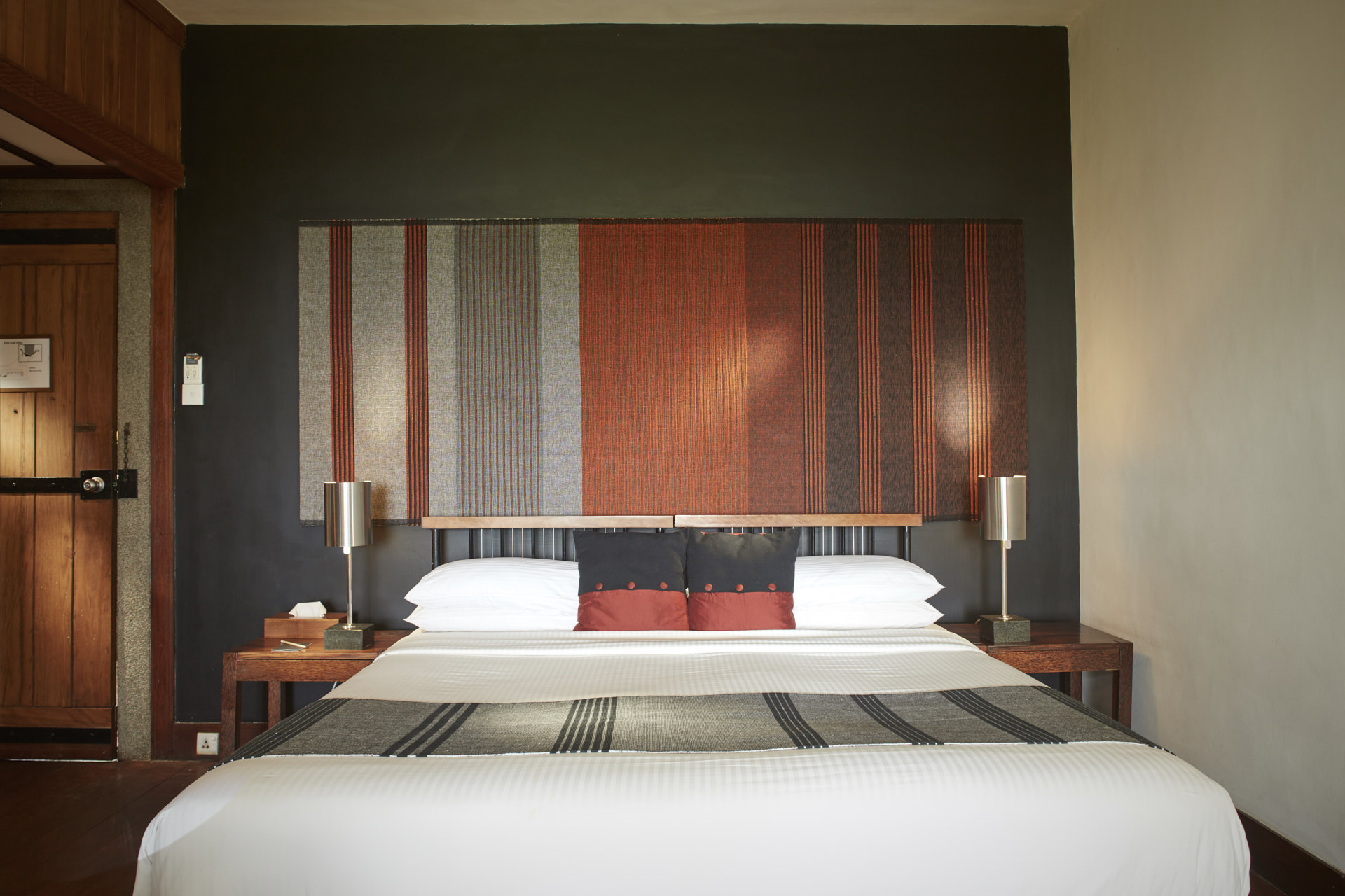 Heritance Kandalama Deluxe Room King Bed